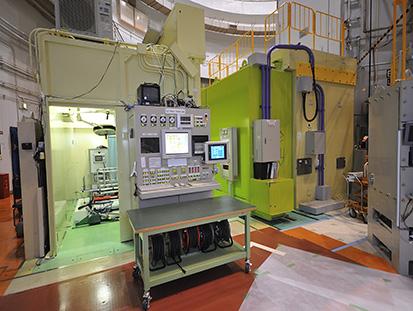 重水中性子照射設備